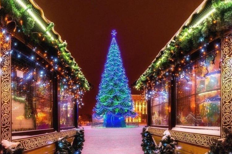 Не треснет ли столица от новогоднего безумия? Балаково - точно нет!