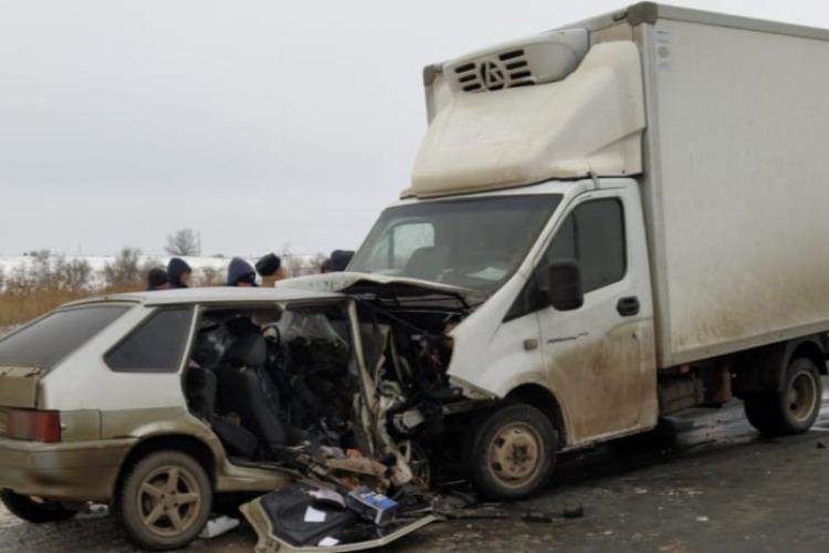 В Балаковском районе в страшном ДТП на трассе погибло 2 человека