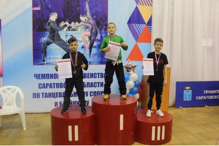 Юные брейкеры Балакова блеснули на областных соревнованиях