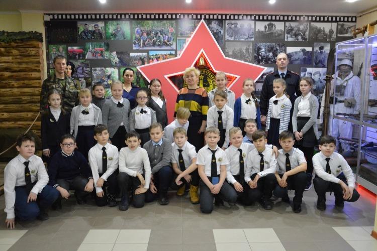 Набат и ГИБДД организовали для детей экскурсию в музей ВОВ