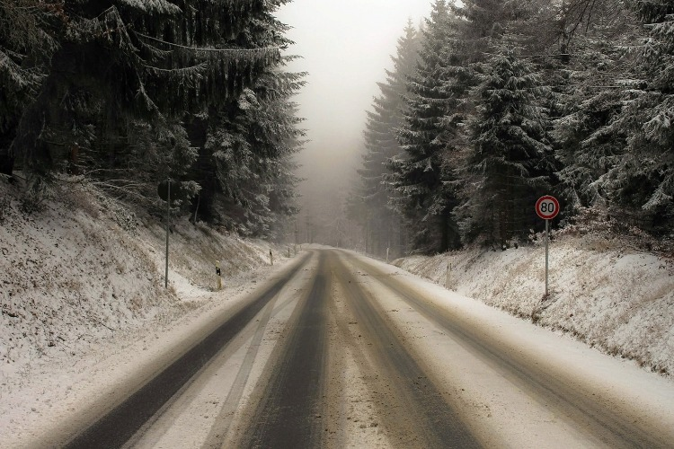 Зимний дорожный промозглый туман - это, ребята, страшный обман!