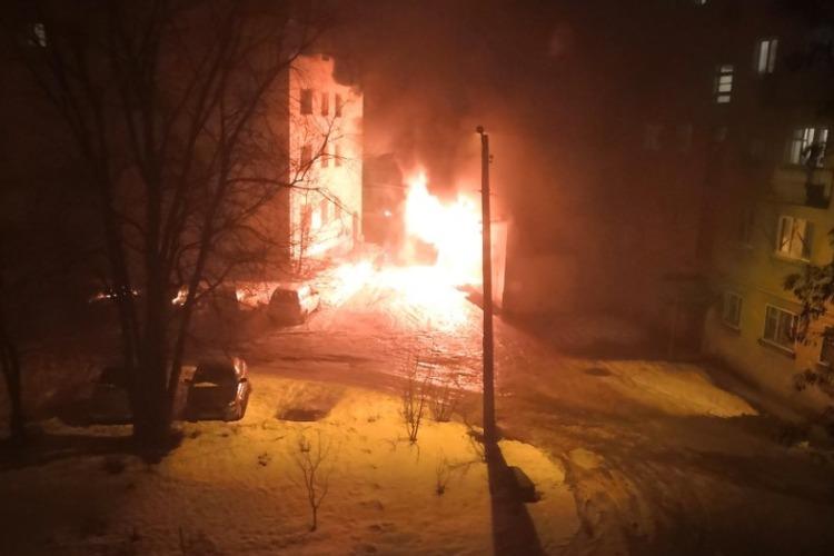 В гараже на Титова дотла сгорел автомобиль