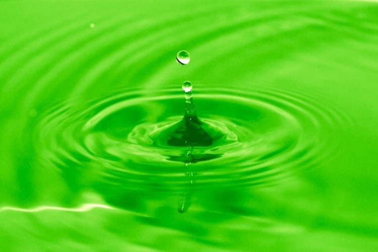 Из крана может течь желто-зеленая вода - не пугайтесь, а звоните в Т Плюс