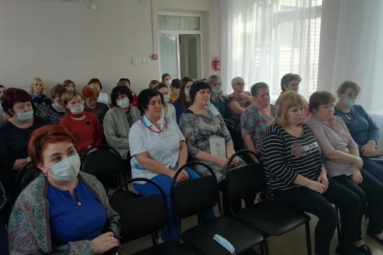 Сотрудники центра Семья учились противостоять коронавирусу