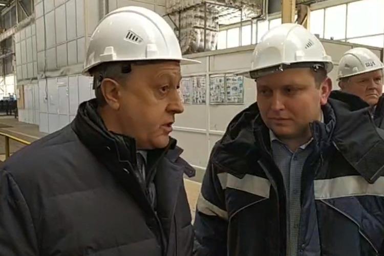 Визит в Балаково губернатор Радаев начал в каске металлурга. Прямая трансляция Sutynews.ru