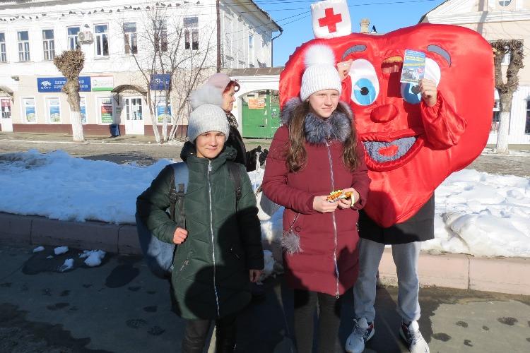 Пешеходам вручили подарки, которые могут спасти их жизни