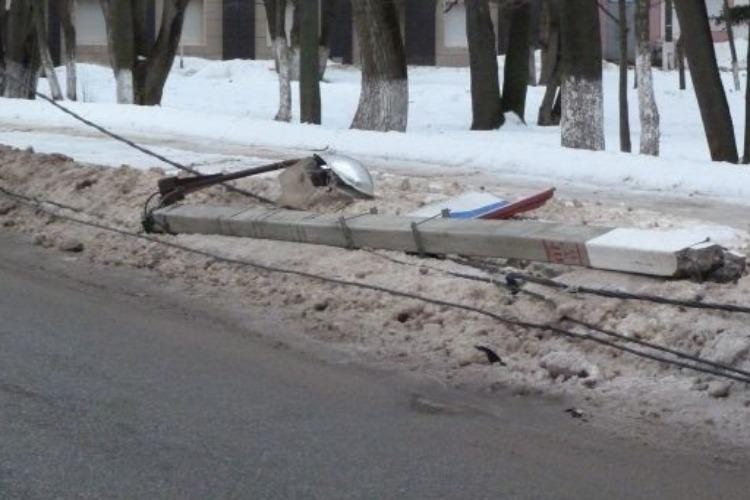 Внедорожник врезался в столб. Сводка ГИБДД Балакова