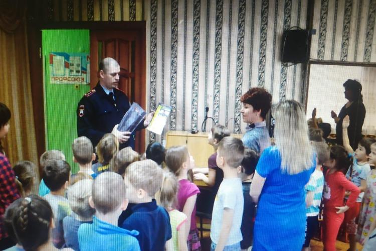 Набат и госавтоинспекция рассказали детям про войну и безопасность на дорогах