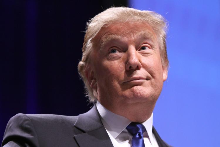 Что случилось этой ночью. Штаб Трампа подал в суд на New York Times за статью о российском вмешательстве