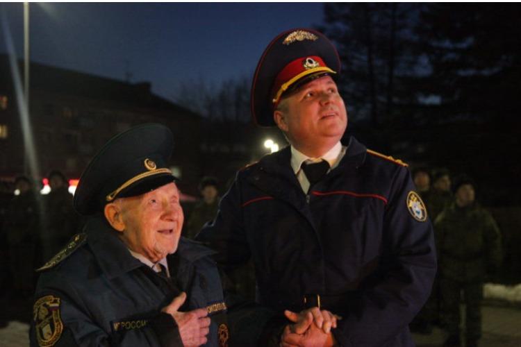 В Вязьме устроили парад и салют для единственного ветерана Великой Отечественной войны. Видео