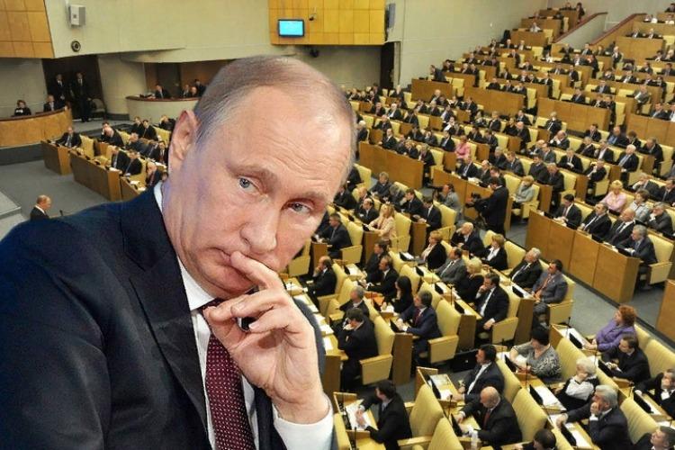 Президентские сроки Путина хотят обнулить. Сам он спешно едет в Думу