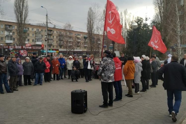 Реквием, ветер и Путин. Как коммунисты Балакова митинговали против развала медицины