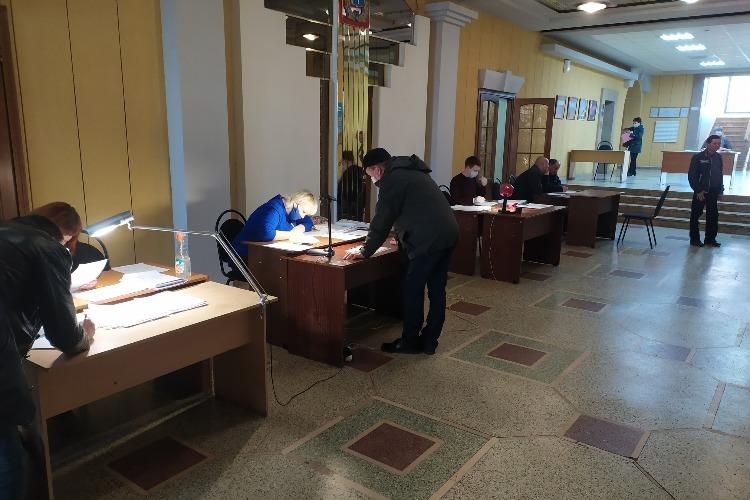 В администрации Балаковского района продолжается прием и выдача пропусков