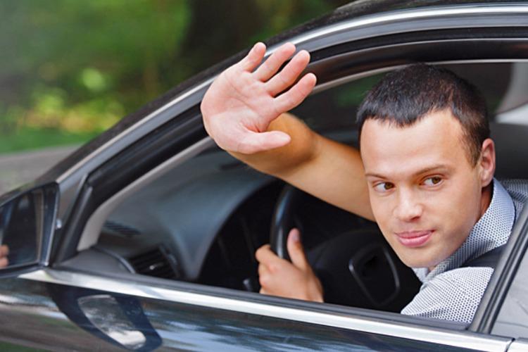 У жительницы Балакова под предлогом тест-драйва угнали автомобиль