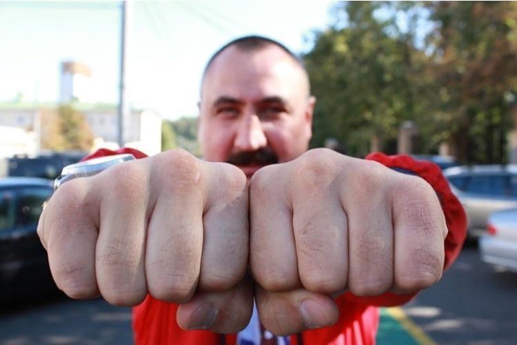 Житель Балакова отсудил 10 тысяч рублей у обидчика за удар кулаком