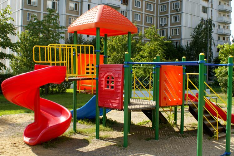 Строить детские площадки в Балакове будет фирма из Оренбуржья