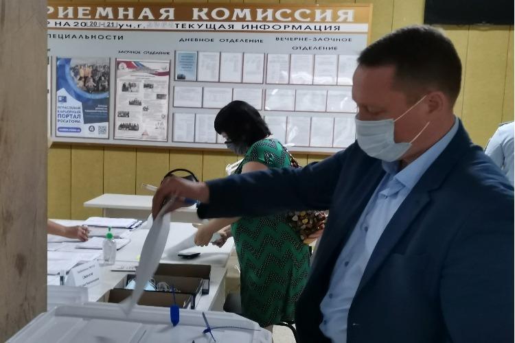 Разговорчики в редакции. Роман Ирисов - о голосовании, граффити победы и жгучем желании выспаться
