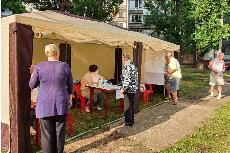 В уютном шатре так и хочется проголосовать