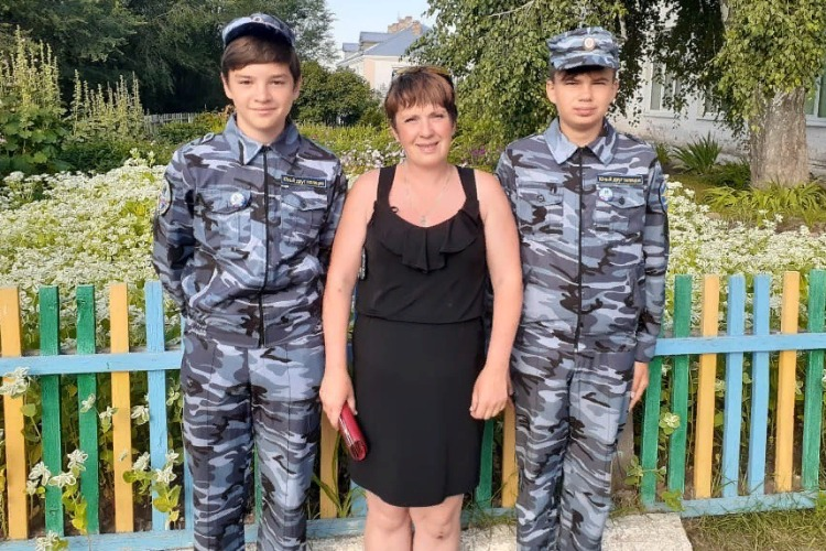 Юные друзья полиции вернули женщине 73 тысячи рублей
