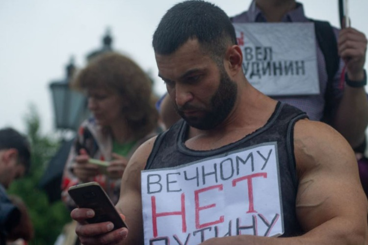 Что случилось этой ночью. В Москве задержали более 130 участников акции против поправок к Конституции РФ