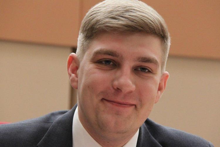 Статус с небушка упал. В канун дня рожденья Дмитрий Пьяных стал депутатом госдумы