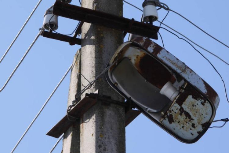 Жители Балакова вновь жалуются на нерабочие фонари