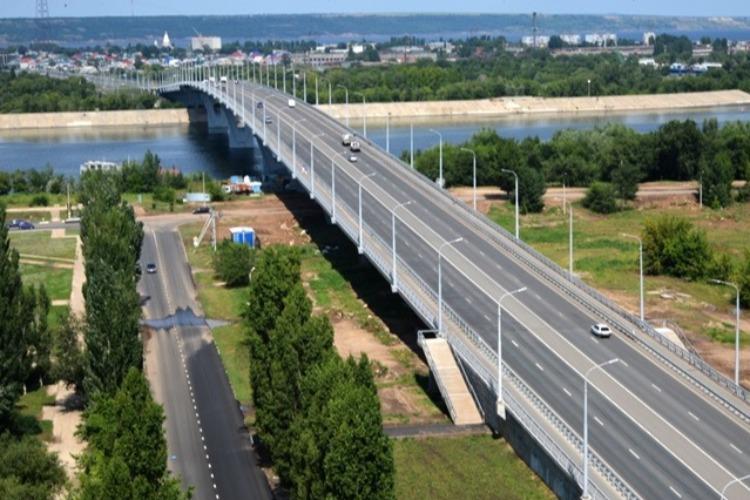 Оцените уход за дорожным покрытием сразу на двух мостах Балакова