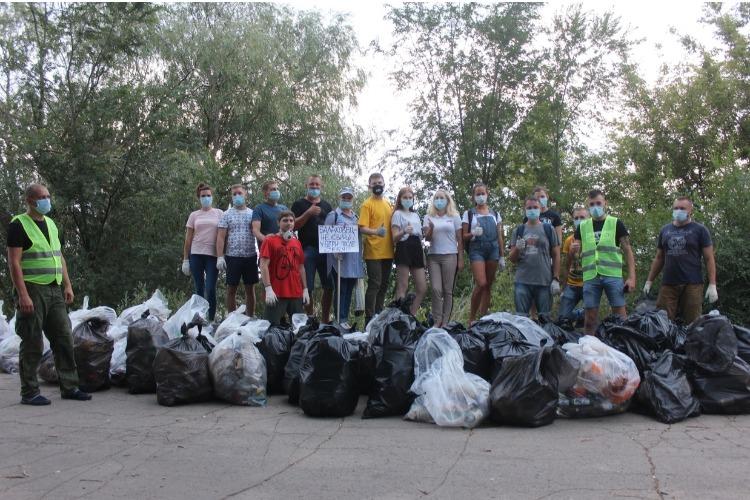 Александр Соловьев поблагодарил волонтеров, убравших на набережной более 100 мешков мусора