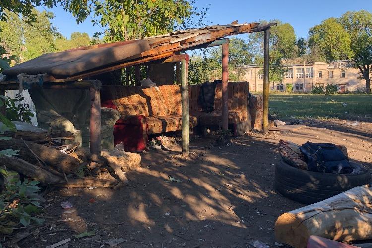 Бунгало-заброшка у школы № 6: гогот, бардак и сплошные тревоги