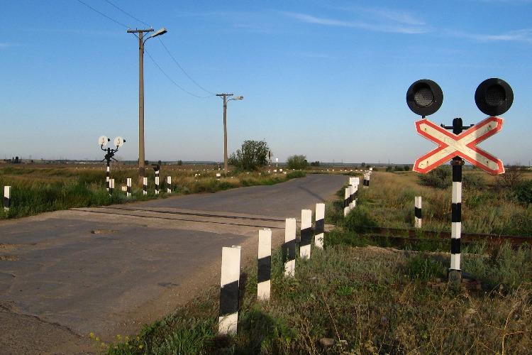 Ведутся ремонтные работы на железнодорожном переезде