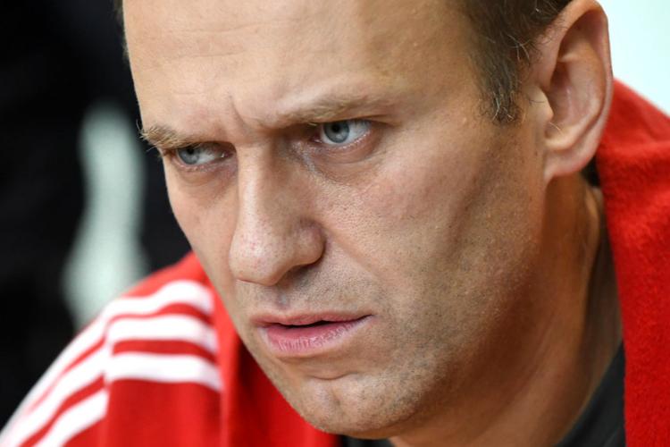 Навальный пришел в себя и начал вспоминать все, что предшествовало коме