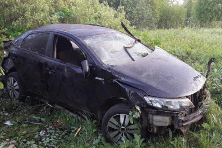 16-летняя девушка опрокинула машину в кювет