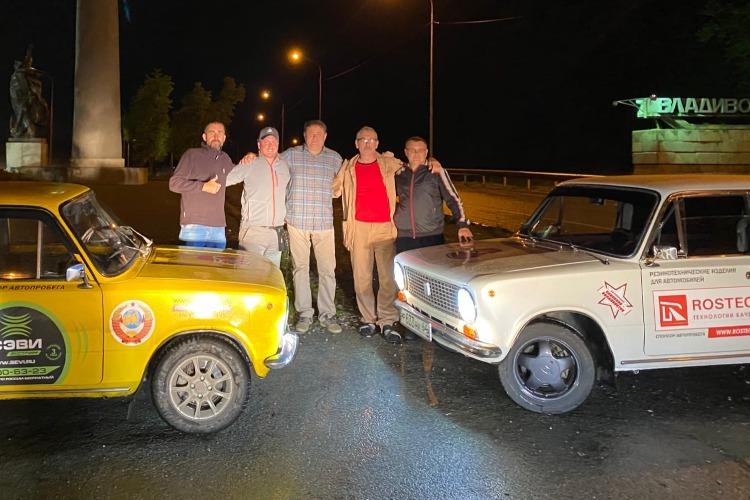 Авантюра состоялась! Участники автопробега добрались из Балакова на копейках до Владивостока