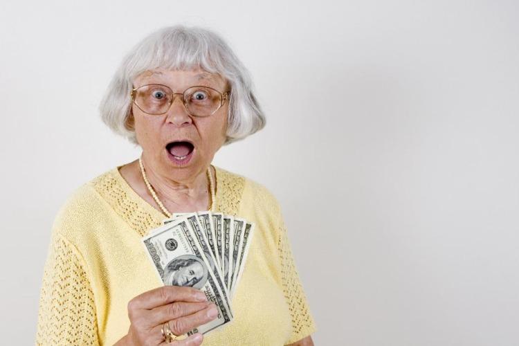 Балаковская бабушка отдала мошенникам сто тысяч рублей