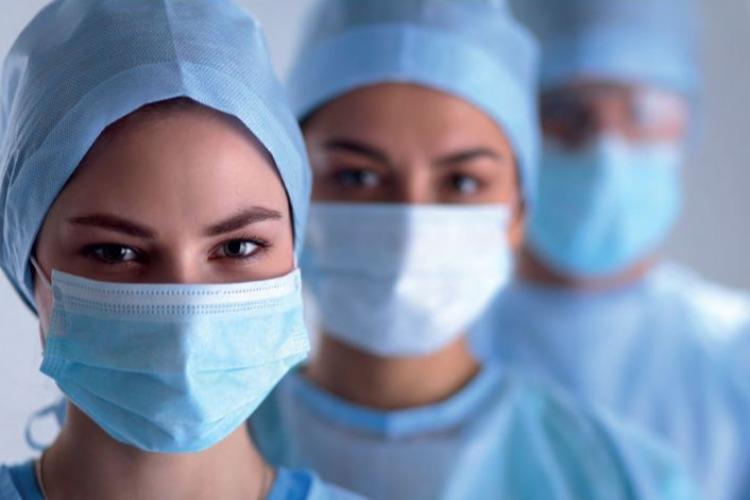 Балаковским медикам, борющимся с COVID-19, один день работы пойдет за два