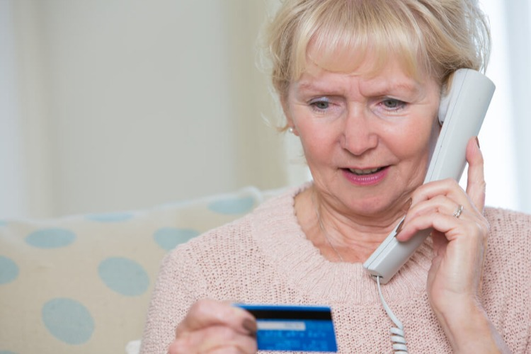 Телефонные мошенники обманули пенсионерку на 26 тысяч рублей