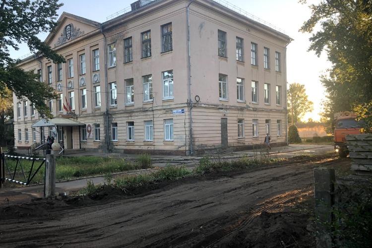 В Балакове приостановлена стройка дома на территории бывшей школы