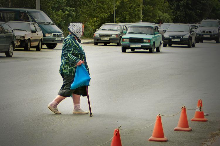 Водитель Lada сбила бабушку