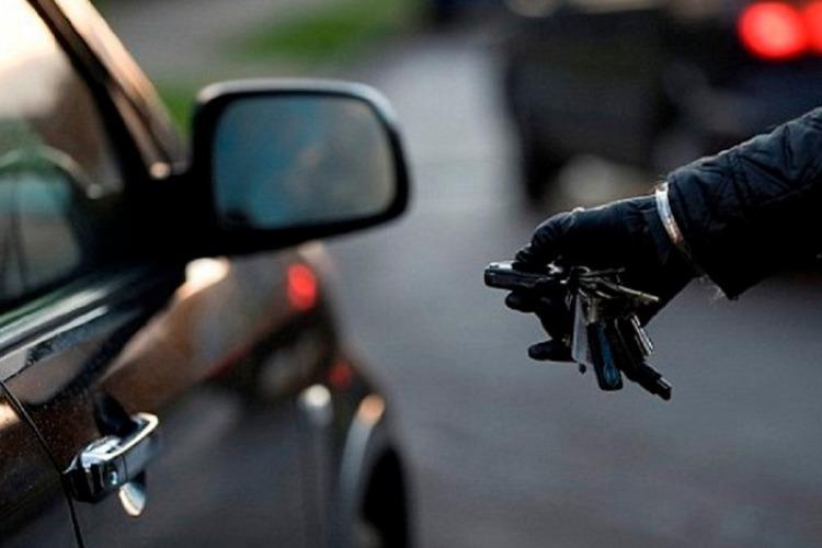 Парень угнал машину у приятеля из за отказа ехать в Балаково