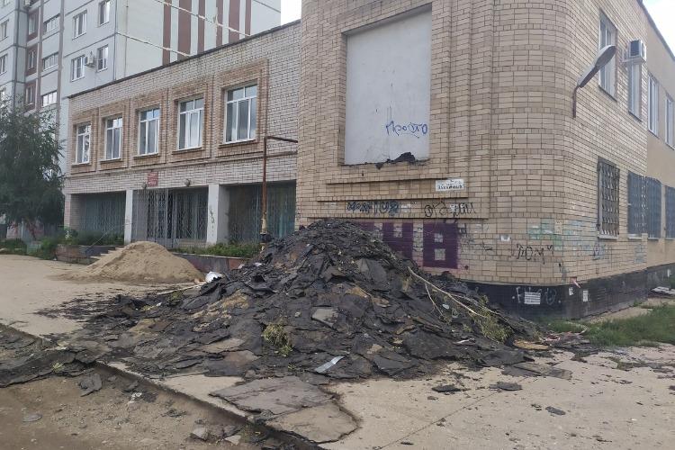 Кровельщики устроили новую свалку рубероида в Балакове. Жители против