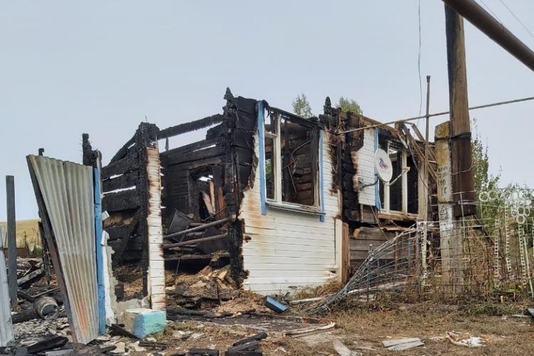 Потерявшие дом погорельцы просят наказать пожарных за халатность