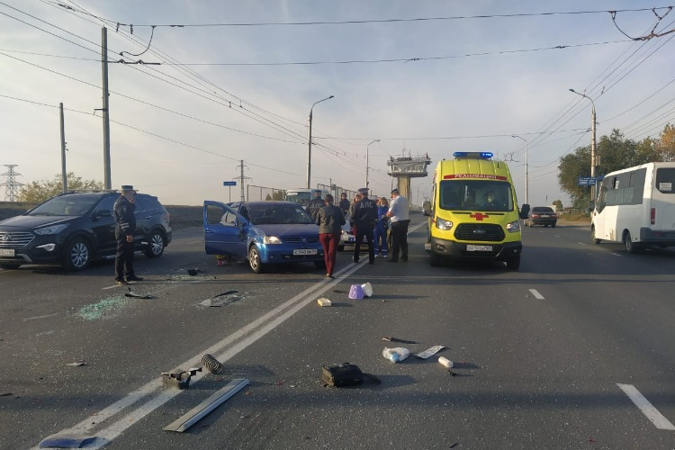В Балакове на Шлюзовом мосту столкнулись 2 автоледи