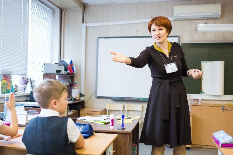 Классные руководители получат первые надбавки ко Дню учителя
