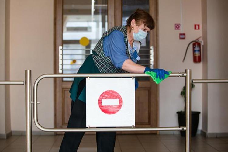 В Балакове родители боятся вести детей в школу из-за коронавируса у сотрудников
