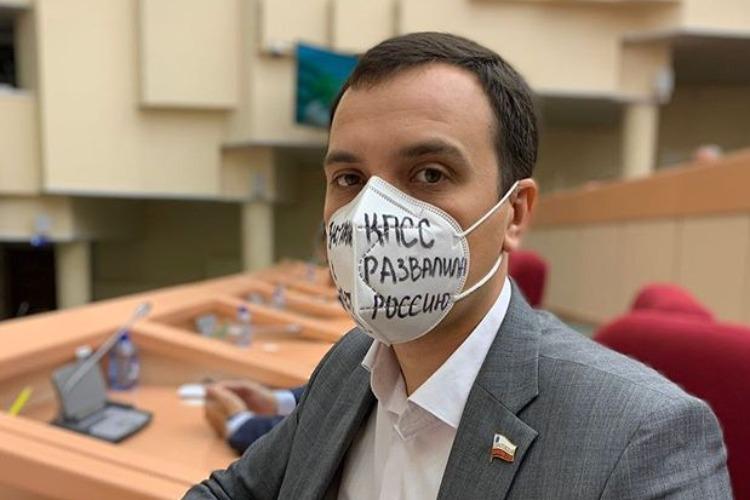 Единоросс Дзюбан призвал Зюганова к ответу за областных коммунистов. Мамаев вступился за партбосса