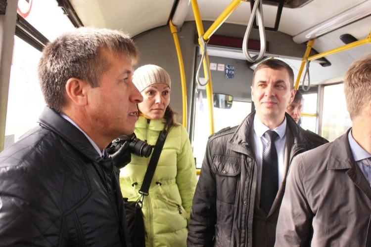 Александр Соловьев поздравил балаковцев с днем автомобилиста