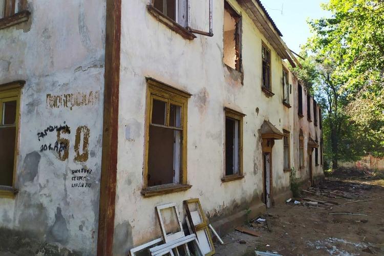 Три расселенных дома в Балакове ждут аукцион на снос. Найдутся ли желающие?