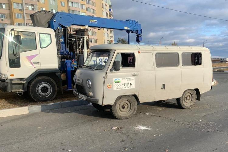 В Балакове лихач на УАЗике перевернул машину и получил травмы