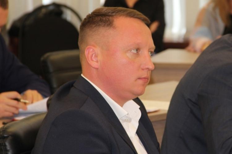 Глава города Роман Ирисов прокомментировал увольнение директора УДХБ Эмиля Мамедова