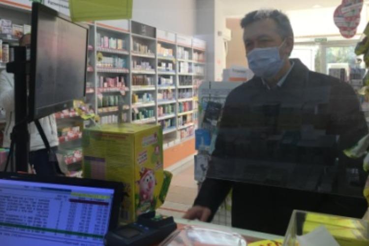 Александр Соловьев прошелся по аптекам